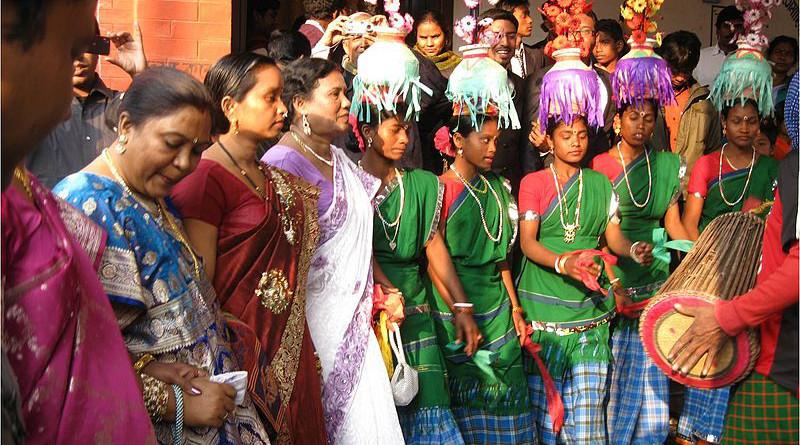 A traditional Santali dance. Photo Credit: Sumitsoren, Wikipedia Commons
