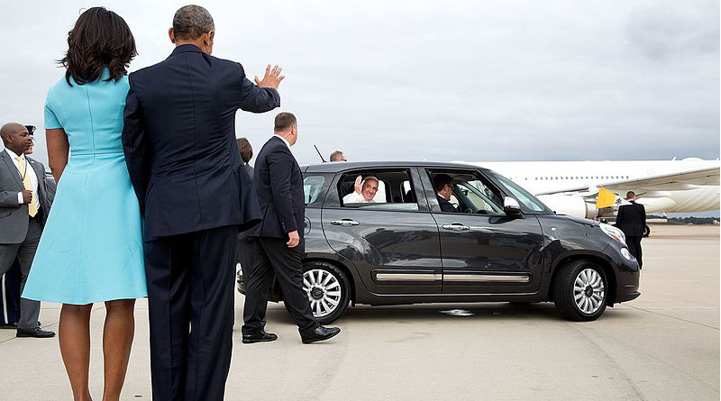 Following their brief meeting with Pope Francis at Joint Base Andrews, US President Barack Obama and First Lady wave as the Pope drives away in a small Fiat. Official White House Photo by Pete Souza