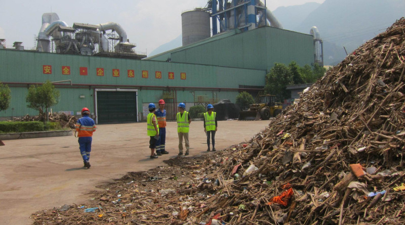 The landfill site at Nakon Nayok in Thailand contains 42 percent plastic. There are 2,500 such sites in Thailand together containing 190 million tons of accumulated plastic waste. Photo: SINTEF