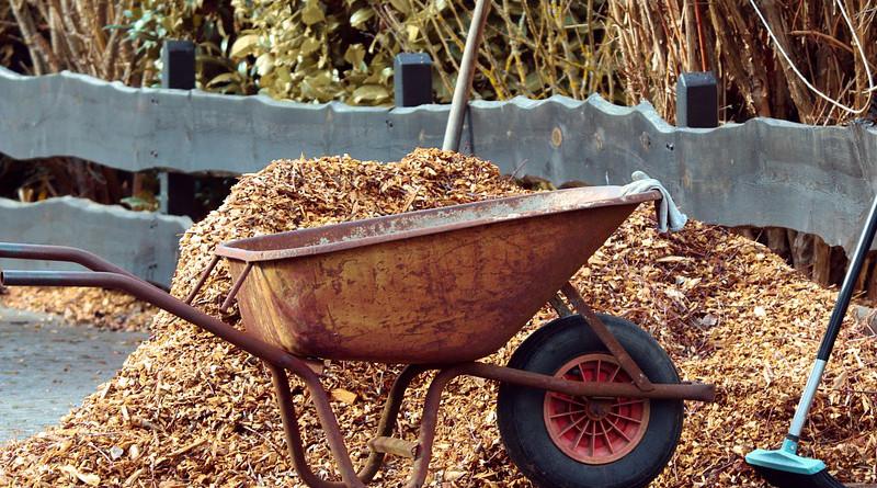 Gardening Wheelbarrows Broom Mulch Bark Mulch