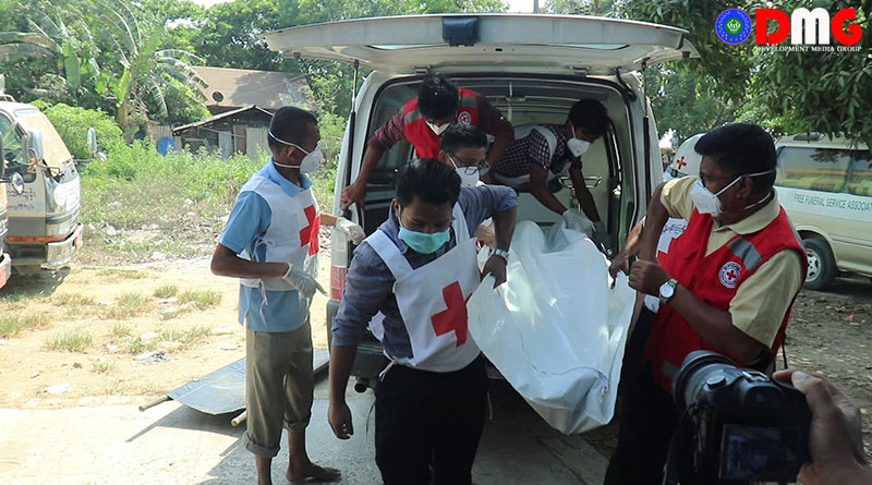Health workers carrying victim out of ambulance. Photo Credit: DMG