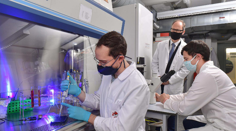 Partners in research: Florian Küllmer (from left), Prof. Dr. Hans-Dieter Arndt and Veselin Nasufovic in a laboratory at the University of Jena in Germany. CREDIT: Jürgen Scheere/FSU