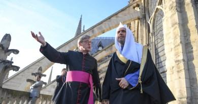 Sheikh Mohammed bin Abdul Karim Al-Issa, secretary-general of the Muslim World League (MWL d)uring his visit to the Church of Notre Dame in Paris. Photo supplied via Arab News
