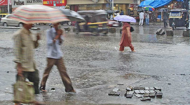 Monsoon showers and flooding in Mumbai, India. Photo Credit: PlaneMad, Wikipedia Commons