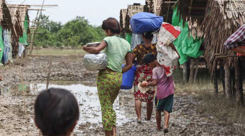 Internally displaced people (IDPs) sheltering at Tin Nyo camp in Arakan State's Mrauk-U Township, Myanmar. Photo Credit: DMG