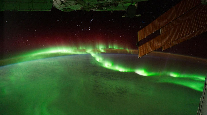 Auroral beads seen from the International Space Station, Sept. 17, 2011 (Frame ID: ISS029-E-6012). CREDIT: NASA