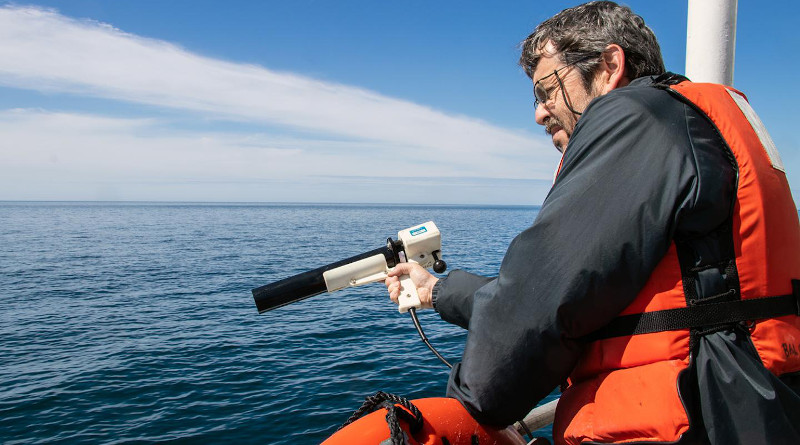 Senior Research Scientist Barney Balch collects ocean optics data during a research cruise in the Gulf of Maine. Balch is part of a team of researchers that has established a new approach to detect algae and measure key ocean properties using light, based on their research in the Gulf of Maine and beyond. CREDIT: Bigelow Laboratory for Ocean Sciences