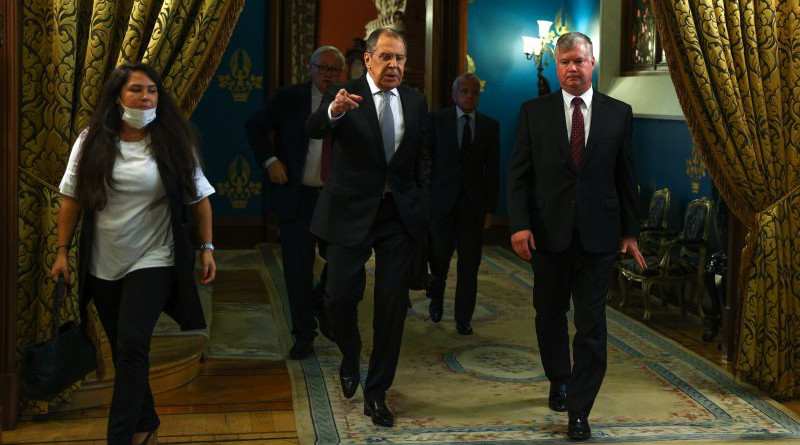 Russian Foreign Minister Sergei Lavrov [L] and US Deputy Secretary of State Stephen Biegun [R] in Moscow, 25 August 2020. [Russian Ministry of Foreign Affairs, Twitter]