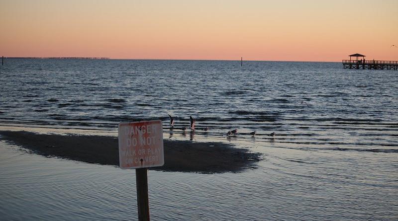 Danger Dock Gulf Gulf Of Mexico Ocean Post Sea