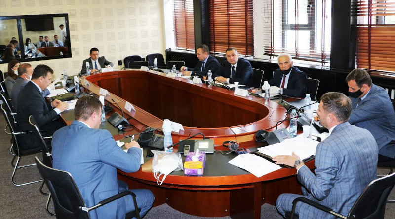 The meeting of the Kosovo Committee on Security and Defence, where the annual report of the Information and Privacy Agency, IPA, for 2019 was reviewed, presented by IPA director Bujar Sadiku, June 16, 2020. Photo: Official Website of Kosovo Assembly.