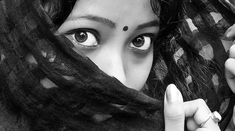 Black Eyes Girl India Indian Lady Headscarf