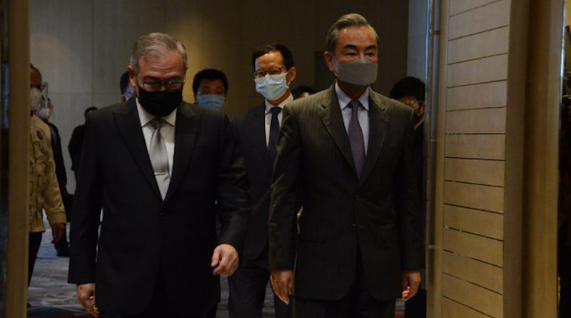 Chinese Foreign Minister Wang Yi (right) walks beside his Philippine counterpart, Teodoro Locsin Jr., before the opening of bilateral talks at Shangri-La hotel in suburban Taguig city, Jan. 16, 2021. (Handout Picture/Philippines Department of Foreign Affairs)