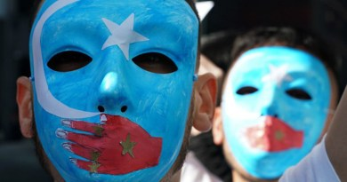 Uyghurs rally to press the State Department to fight for the freedom of the majority-Muslim Uyghur population unjustly imprisoned in Chinese re-education camps, at the US Mission to the United Nations, Feb. 5, 2019. Photo: RFA