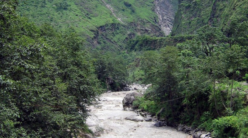 A new study from scientists at WHOI and other institutions shows that climate change can destabilize the global soil carbon reservoir. (Narayani River in the Himalayas, a Tributary to the Ganges River. ) CREDIT ©Valier Galy/Woods Hole Oceanographic Institution)