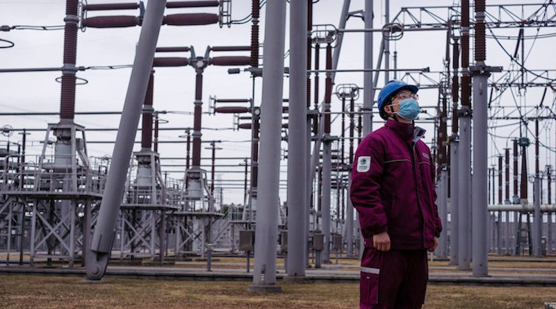Zhang Dezhen, a staff member at the Shanghai Fengxian Converter Station, patrols the power converter area. Credit: Wu Huiyuan/Sixth Tone.