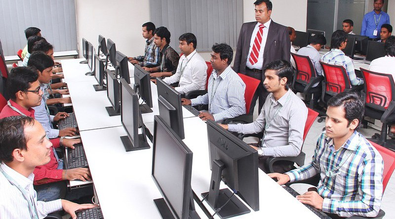 Office Classroom Computers Work Online Technology India