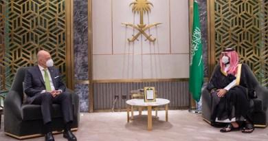 Greek Foreign Minister Nikos Dendias (L) meets with Saudi Arabia's Crown Prince Mohammed bin Salman in Riyadh. (Greek Ministry of Foreign Affairs)