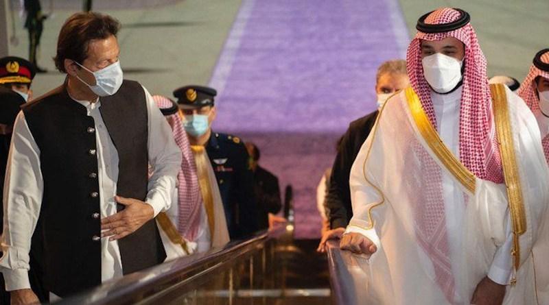 Pakistan prime minister Imran Khan was received in Jeddah by Crown Prince Mohammed bin Salman. (Photo: Bandar Algaloud, AN)