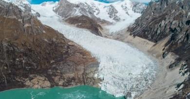 Glacial lake in the Himalayan region. CREDIT © Heng Li