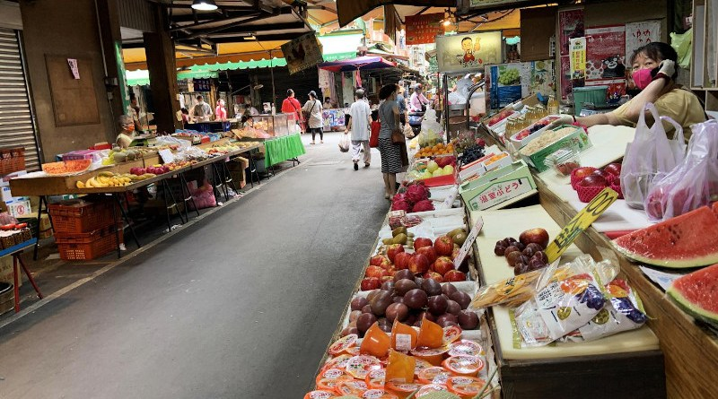 """Governments have pushed for the closing of so-called """"wet markets"""" around the world, but this is not an effective policy solution, according to Princeton University researchers. Instead, policymakers should target the most high-risk aspects of markets to prevent disruptions to local food supply chains while reducing human health and biodiversity dangers. CREDIT Photo credit: Ginette Lai, Taiwan"""