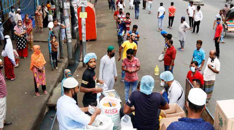 People wait to collect government-subsidized food from a truck in Dhaka, Bangladesh. Photo: Stephan Uttom/UCA News)