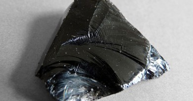 An example of obsidian. Photo Credit: Ji-Elle, Wikipedia Commons
