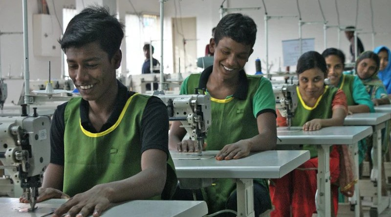 Young trainees in the leather industry in Bangladesh. Photo Credit: ILO Asia-Pacific, (CC BY-NC-ND 2.0). This image has been cropped.
