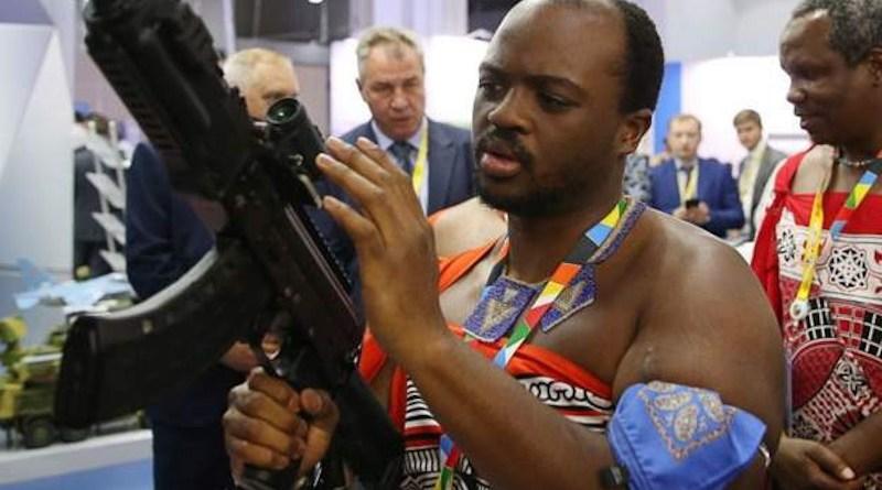 King Mswati handling Kalashinikov at the Russia-Africa summit. (Photo supplied)