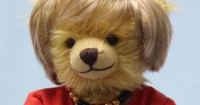 Close up of Hermann-Spielwaren teddy bear created in tribute to Germany's Angela Merkel. Photo Credit: © Facebook / HERMANN-Spielwaren GmbH