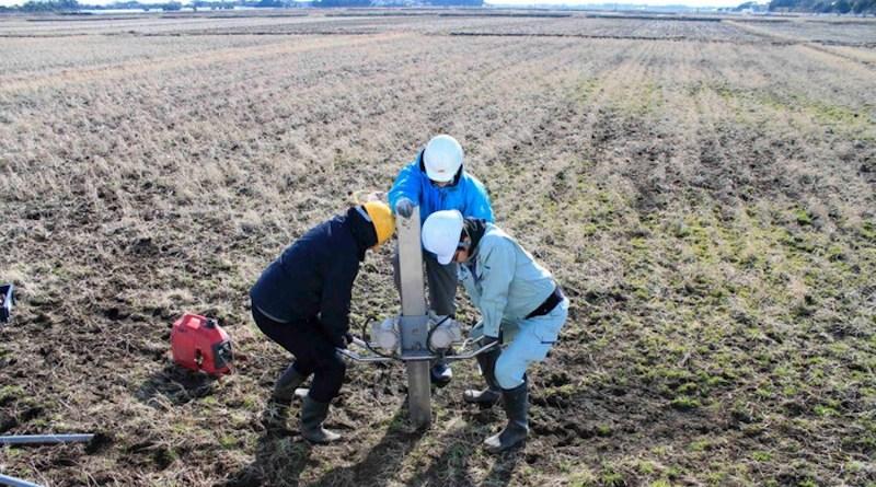 Virginia Tech and Japanese researchers extract sediment core from the Kujukuri coastal plain in Japan. CREDIT: Tina Dura