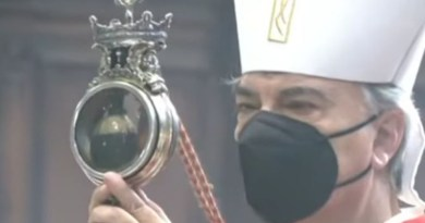 Archbishop Domenico Battaglia holds a reliquary containing St. Januarius' liquefied blood in Naples Cathedral, Italy, Sept. 19, 2021./ Screenshot from Chiesa di Napoli YouTube channel.