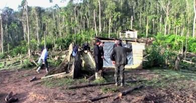 Nicaraguan police at the abandoned mining camp atKiwakumbai in the Bosawas reserve. Photo credit:http://www.tortillaconsal.com/]