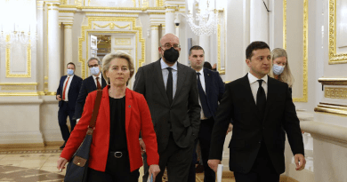 From left to right: Ursula VON DER LEYEN (President of the European Commission), Charles MICHEL (President of the European Council), Volodymyr ZELENSKYY (President of Ukraine). Photo Credit: European Council