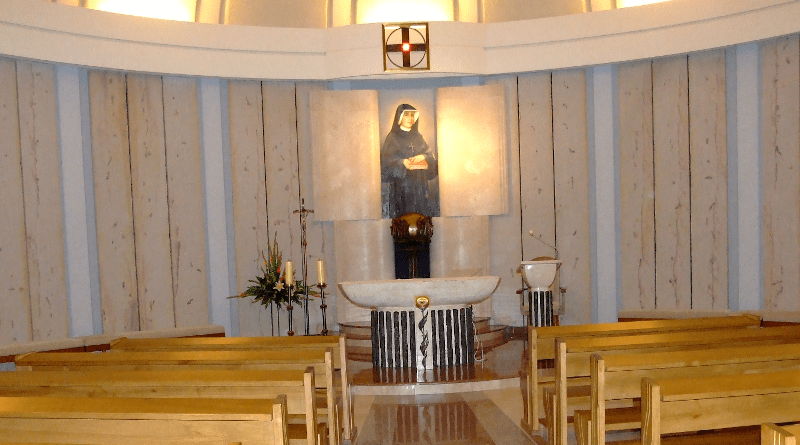 St. Faustina's chapel at her resting place, the Basilica of Divine Mercy in Kraków, Łagiewniki. Photo Credit: Pimke, Wikipedia Commons