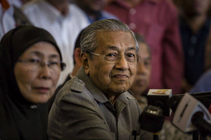 Prime Minister Mahathir Mohamad speaks at press conference (Ulet Ifansasti/Getty Images)