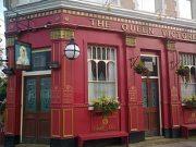 je cherche des informations sur les coffee house à Londres existe-t-il des livres historiques traitant du sujet?