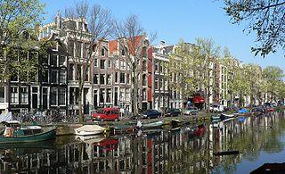 Je cherche des livres complets et de qualité sur Amsterdam et également des romans (d'auteurs néerlandais ou non) se déroulant à Amsterdam