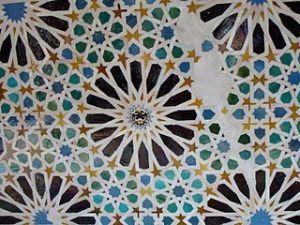 gros plan sur une mosaique de l'Alhambra