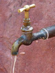 Pouvez-vous m'informer sur les avantages et ou inconvénients de la privatisation et d'une régie publique de la la production et distribution de l'eau ?