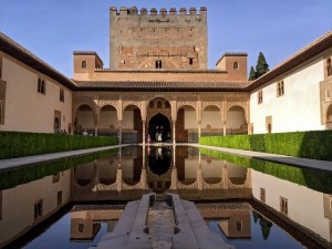 photographie de l'Alhambra vue du bassin