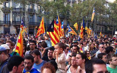 Je voudrais de l'information qui m'aiderait à comprendre le problème de l'indépendance de la Catalogne…