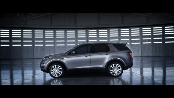 LR-Discovery-Sport-16
