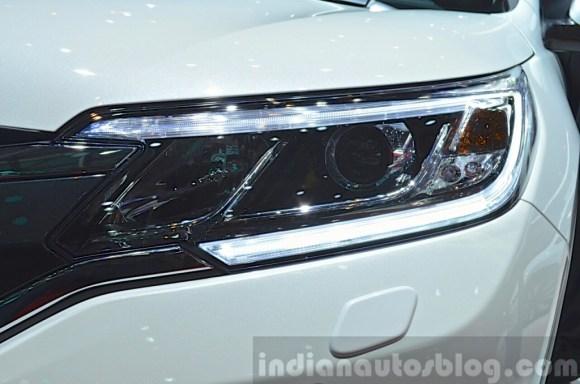 2015-Honda-CR-V-headlight-at-2015-Geneva-Motor-Show-1024x678