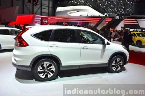 2015-Honda-CR-V-rear-three-quarter-view-at-2015-Geneva-Motor-Show-1024x678