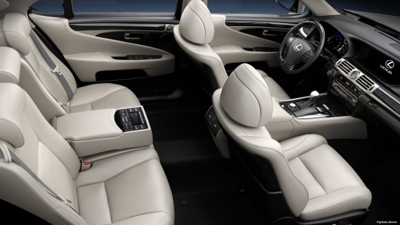 2014-Lexus-LS-interior-official-shot
