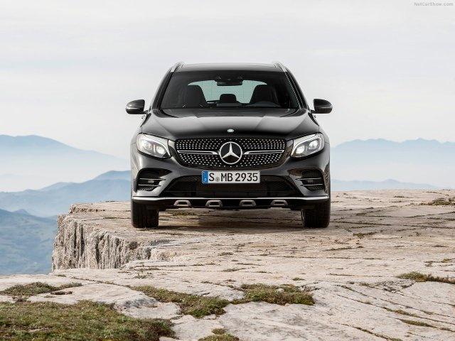 Mercedes-Benz-GLC43_AMG_4Matic_2017_1280x960_wallpaper_15