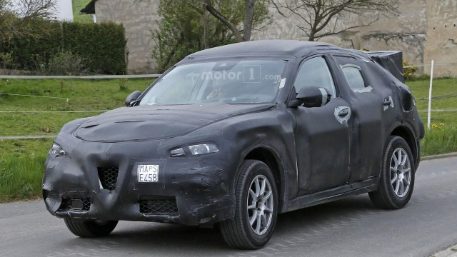 alfa-romeo-stelvio-spy-photo (2)