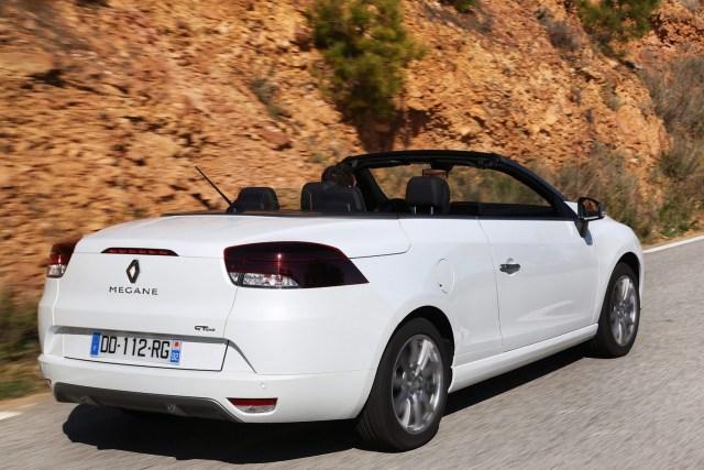 2014-Renault-Megane-FL-12