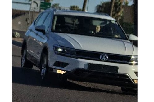 2016-VW-Tiguan-LWB-front-three-quarters-spy-shot