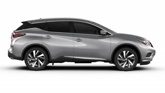 2017-Nissan-Murano-side-angle-silver-color-alloy-wheels